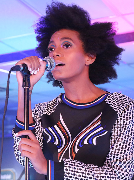 Solange-Knowless-Atlantis-Super-Wash-Center-Concert-Clover-Canyon-Resort-2014-Printed-Sweater-and-Matching-Shorts